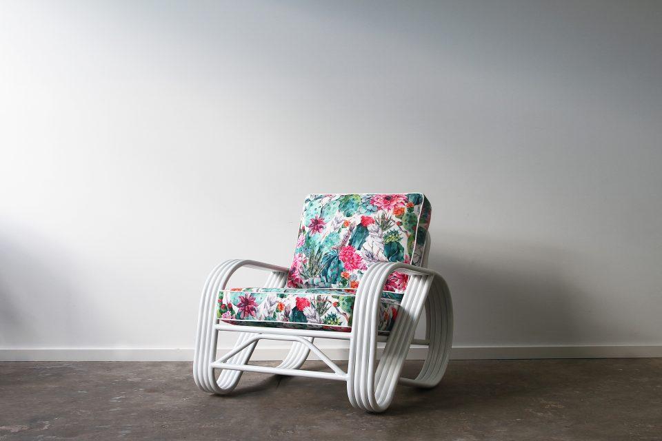 Outdoor pretzel armchair