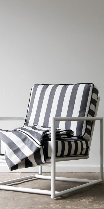 Ghoast armchair _ blue white_naked_LS