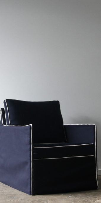 Ghost armchair navy_white piping_LS